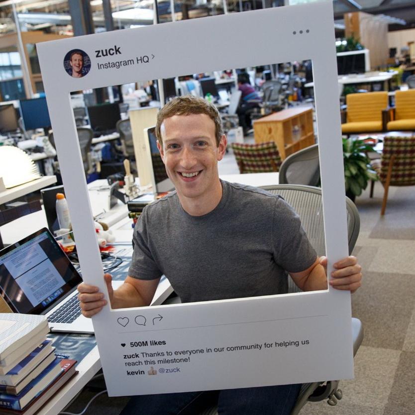 Марк Цукерберг заклеил камеру